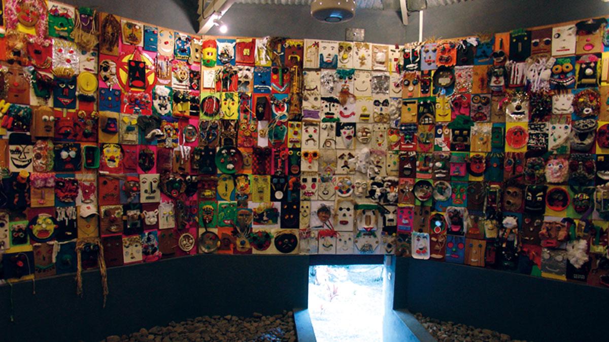 Intérieur de la Case 1000 Masques